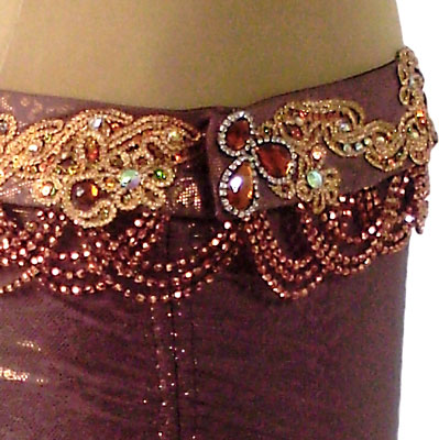 Cinturão para dança do ventre chocolate em malha com elastano com acabamento metalizado. Aplicação em tule bordado, chatons e strass.